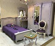 Спальня Regallis Purple 2, в комплект входит: Шкаф 3-двери, кровать 90200, комол с зеркалом, пуфик